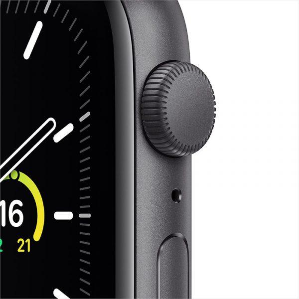 Часы Apple Watch SE 44 мм корпус из алюминия цвета Серый Космос, спортивный ремешок чёрного цвета-1